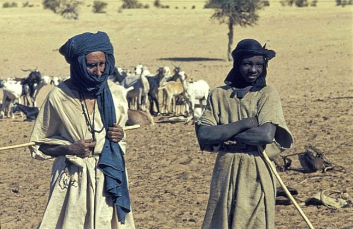 Мужчина и женщина из племени туарегов, 1974 год